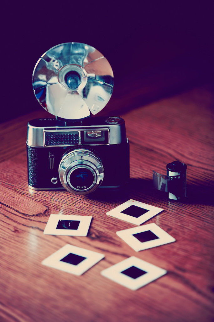 101238-Old-Fashioned-Camera-with-Flash-Film-and-Slides-WALL-PRINT-POSTER-AU