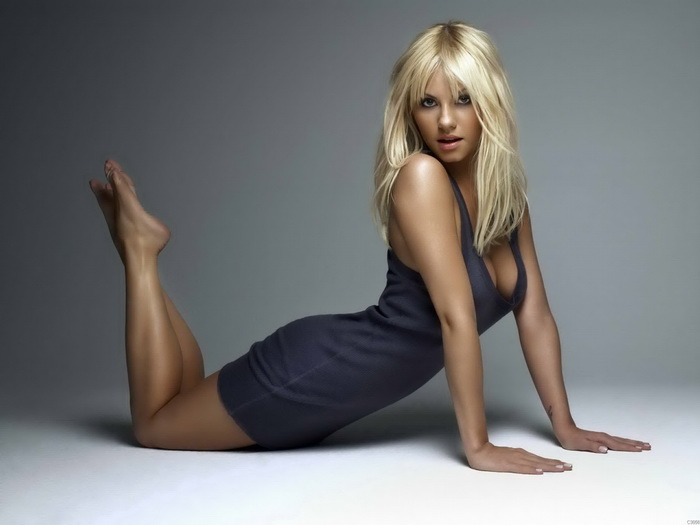 Kaley cuoco sexy poster