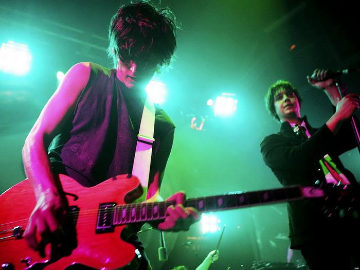 The Strokes Live Concert New Music FRAMED CANVAS PRINT DE