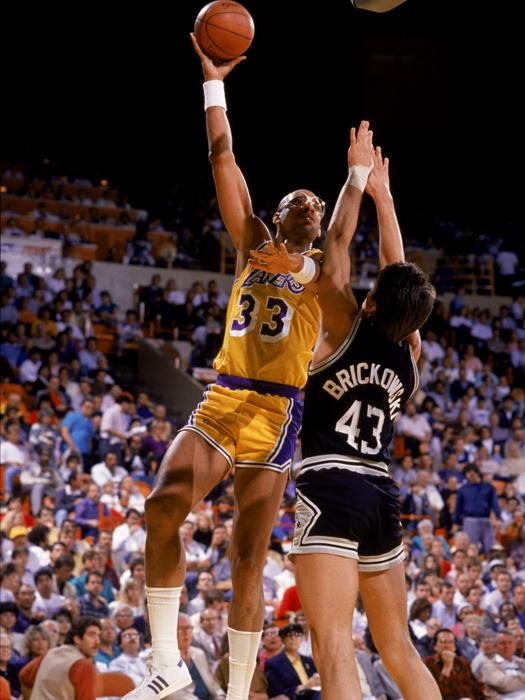Kareem Abdul-Jabbar Sky-Hook Lakers NBA Basketball FRAMED CANVAS FR
