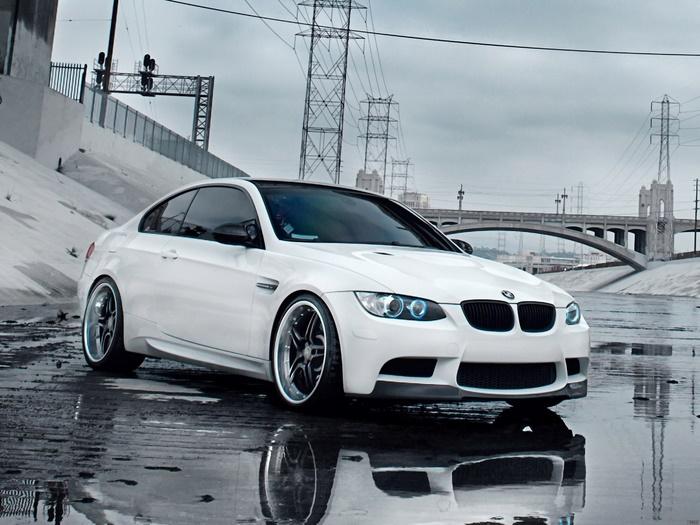 BMW-White-sough-City-Megapolis-Landscape-FRAMED-CANVAS-PRINT-AU